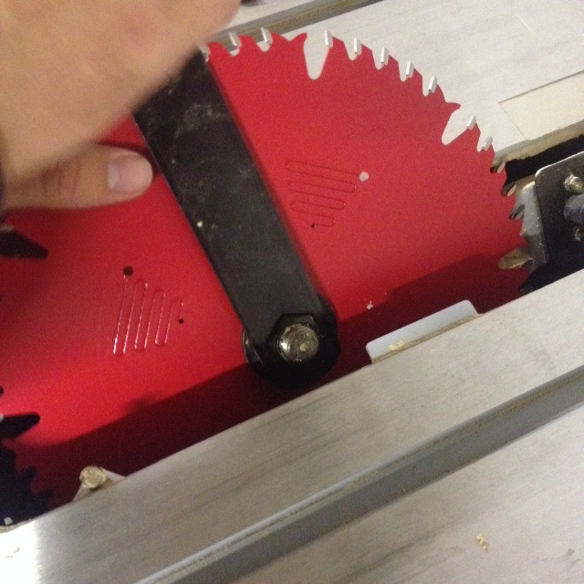 Tightening Table Saw Blade