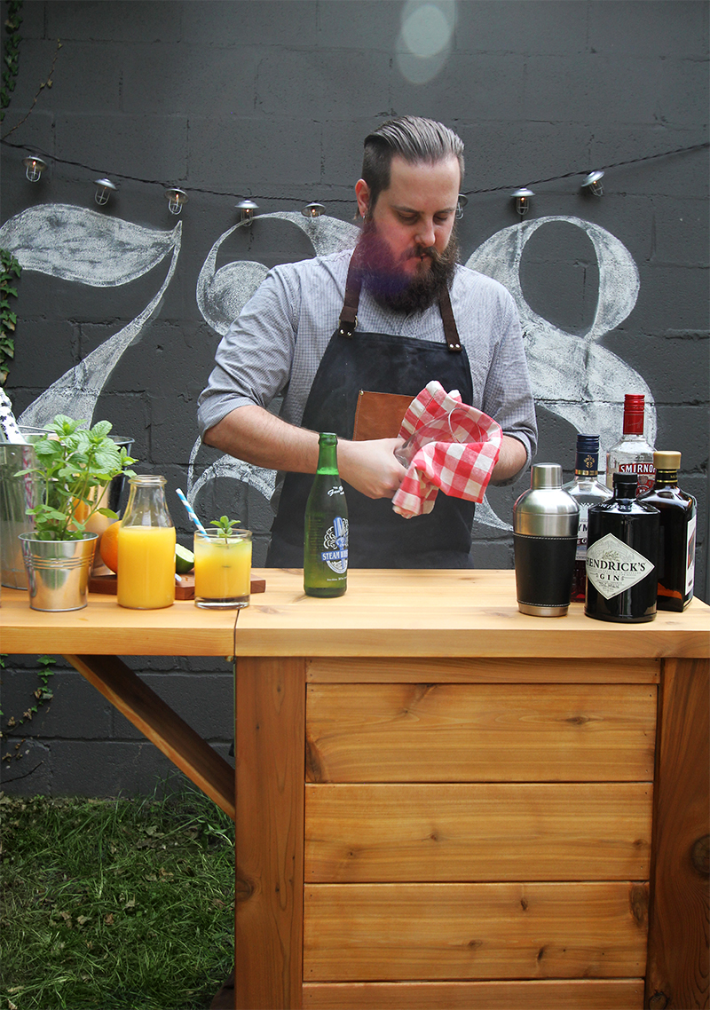 How to build a DIY Outdoor Bar. Perfect for entertaining!